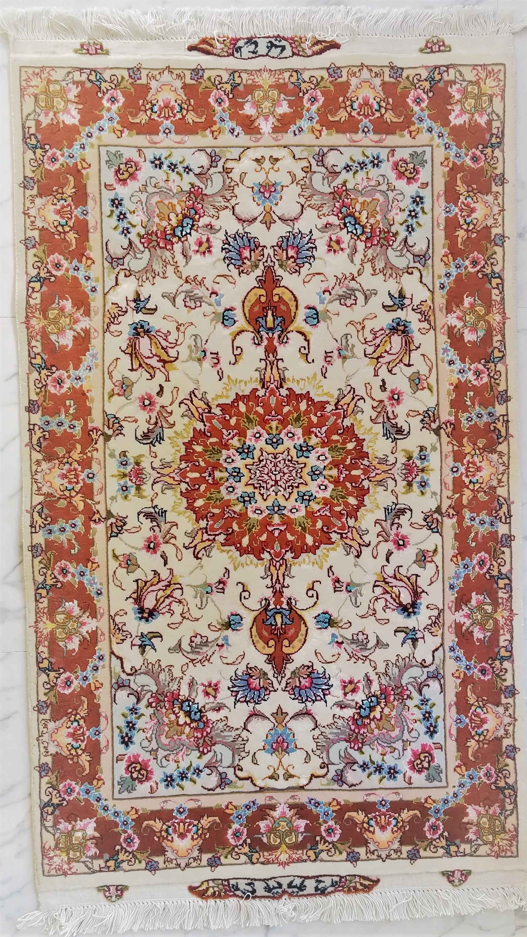 エレガントなタブリーズ産ペルシャ絨毯