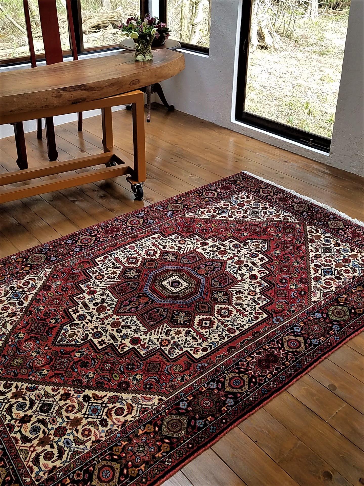 強さの秘密、ビジャー産ペルシャ絨毯